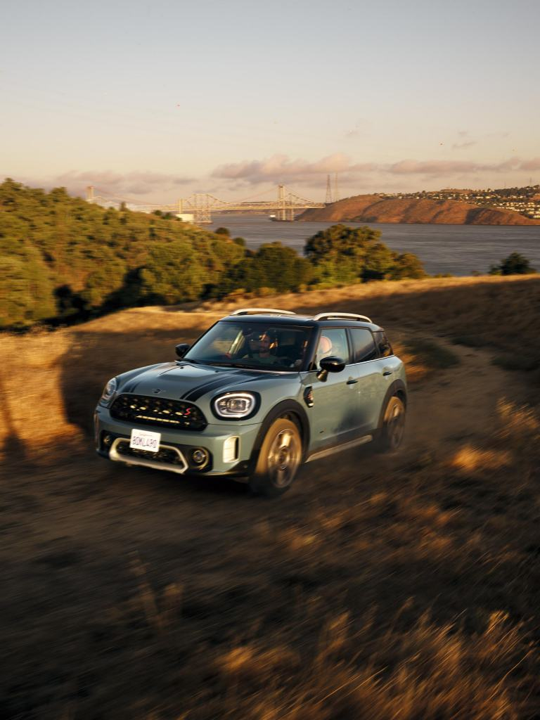 New MINI Countryman– green and black – front view