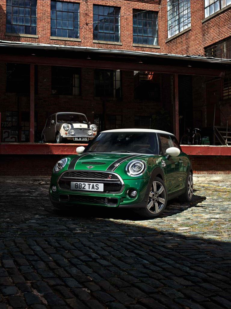MINI 60 Years Edition – green, white and black – front view